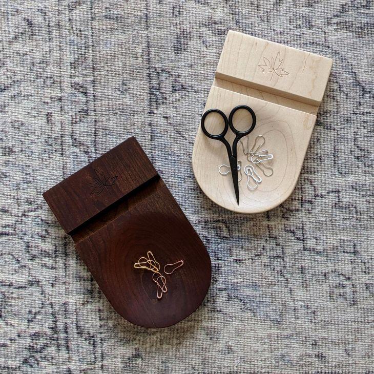 Thread & Maple Phone stand
